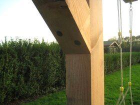 Geïmpregneerde Douglas schommelpaal met 4 betonankers