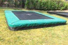 Akrobat Grasshopper trampoline inground rechthoekig 300 x 180 cm met medium beschermrand groen