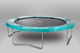 Akrobat Orbit trampoline op poten 365 cm met medium beschermrand groen